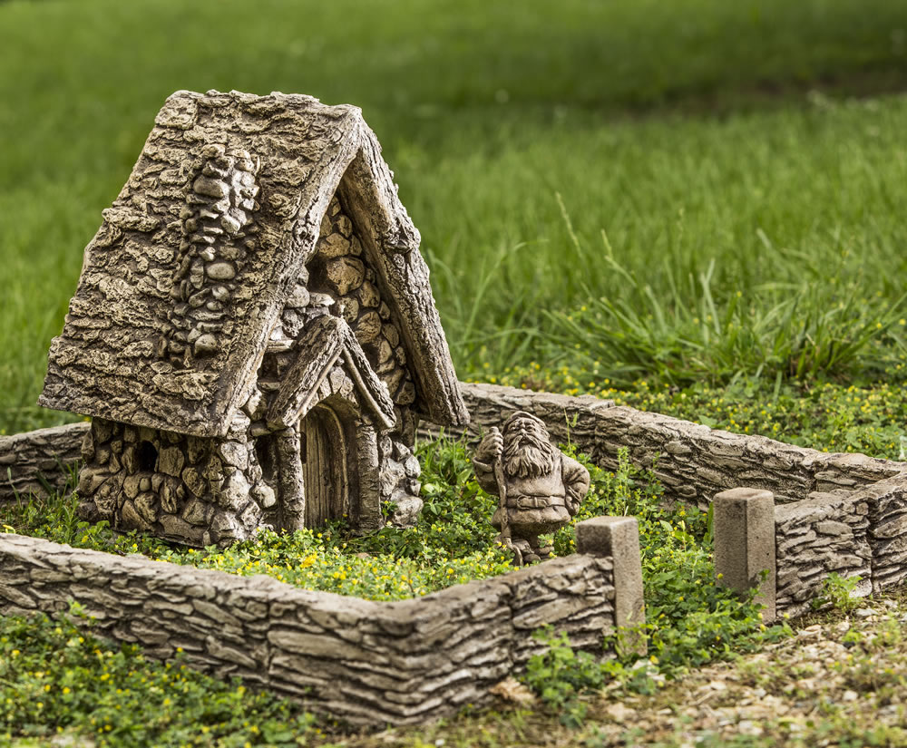 Gnome Garden: Outdoor Trend: Garden Gnome Village